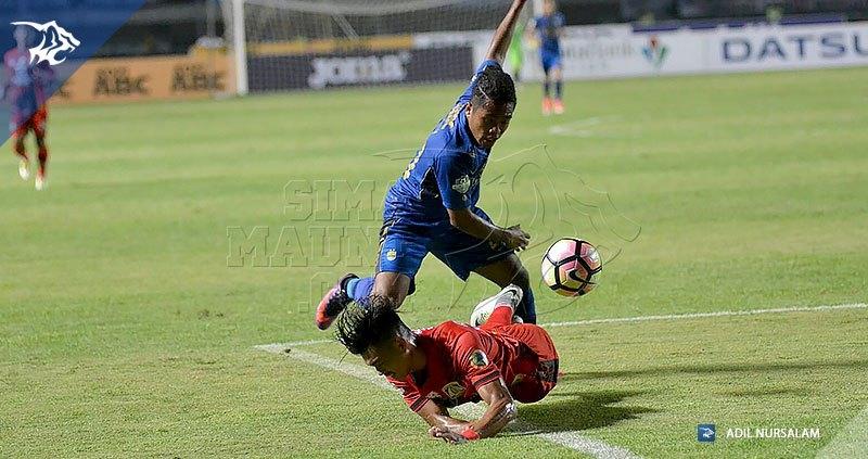 foto-persib-vs-persiba-liga-1-2017-billy-keraf-20170611_170611_0010